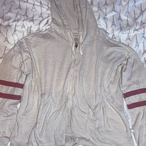 today i'm selling a hoodie ( American Eagle )